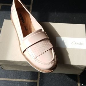 Dusty pink patent Clark's women's Loafers